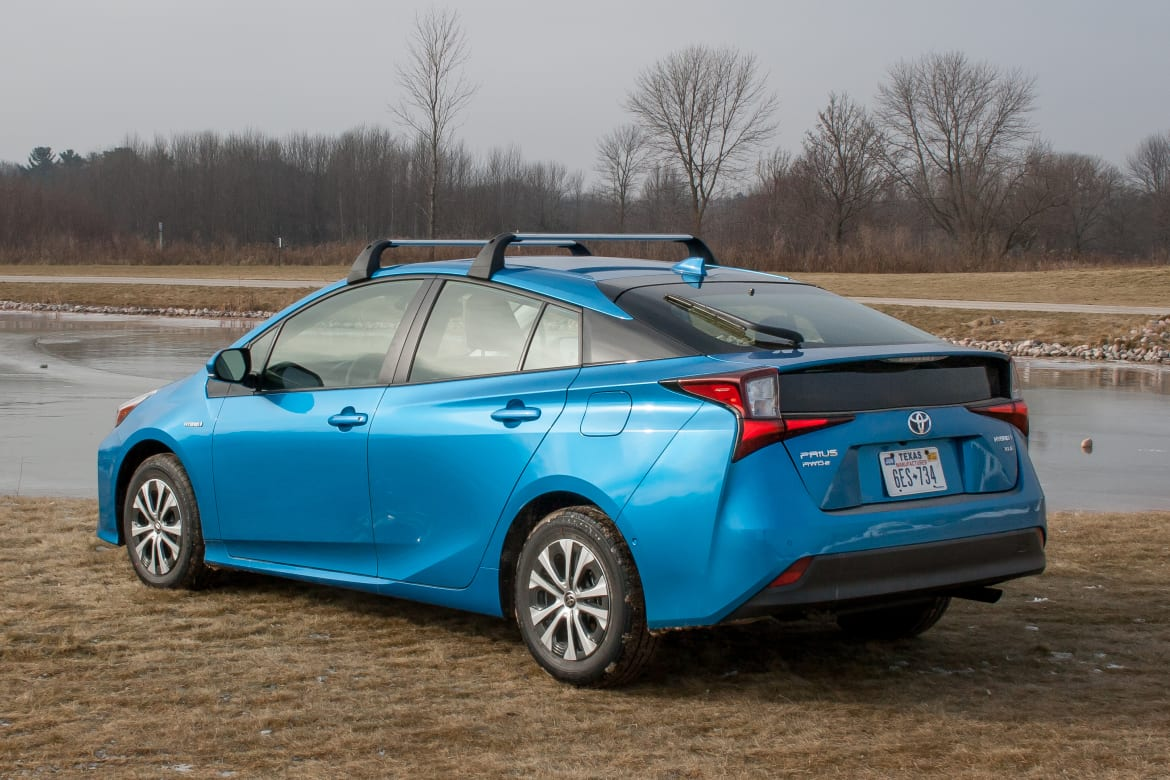 16-toyota-prius-2019-angle--blue--exterior--off-road--rear--snow