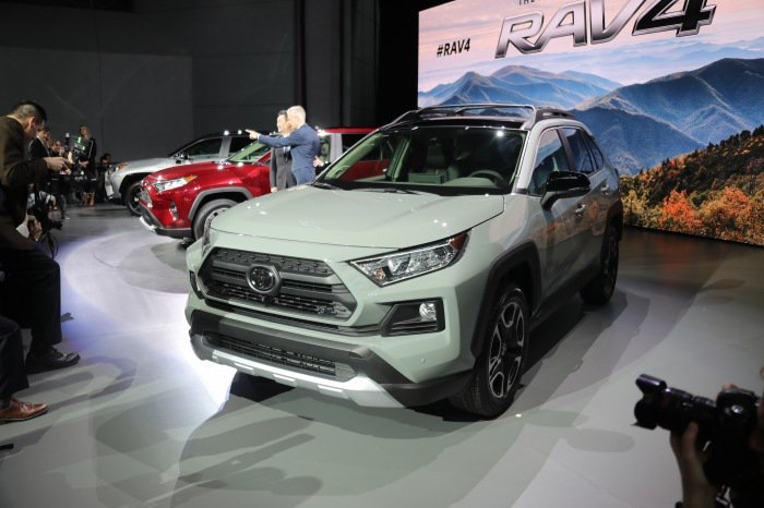 2019 Toyota RAV4 live - image 7