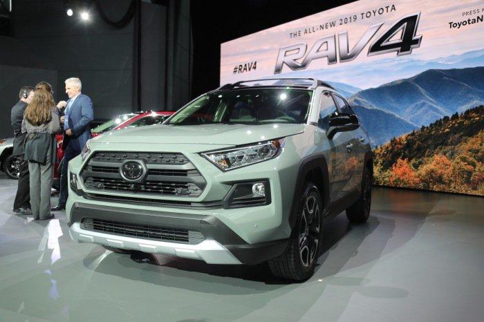 2019 Toyota RAV4 live - image 4