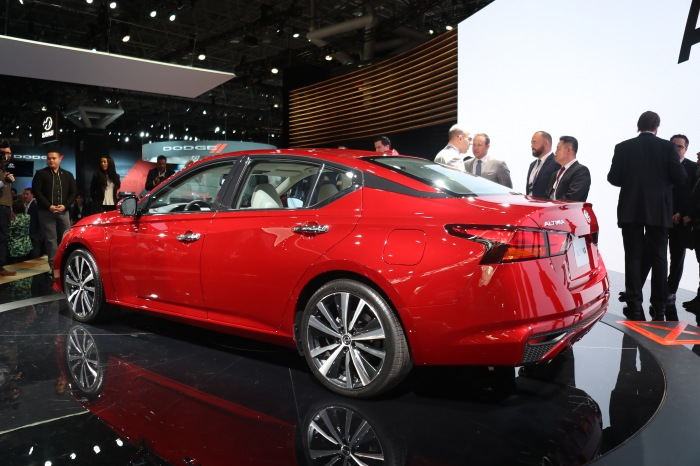 2019 Nissan Altima LIVE - image 4