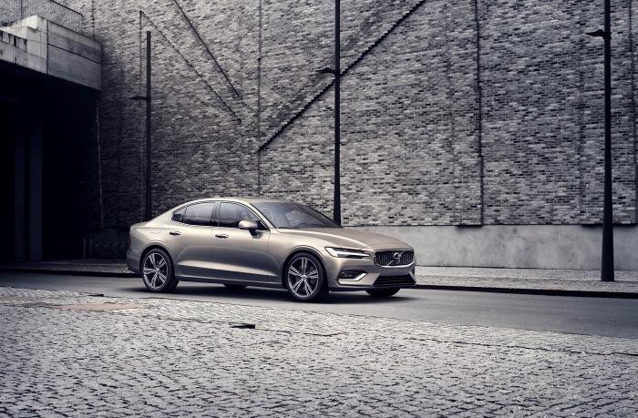 Volvo S60 2019 - image 2