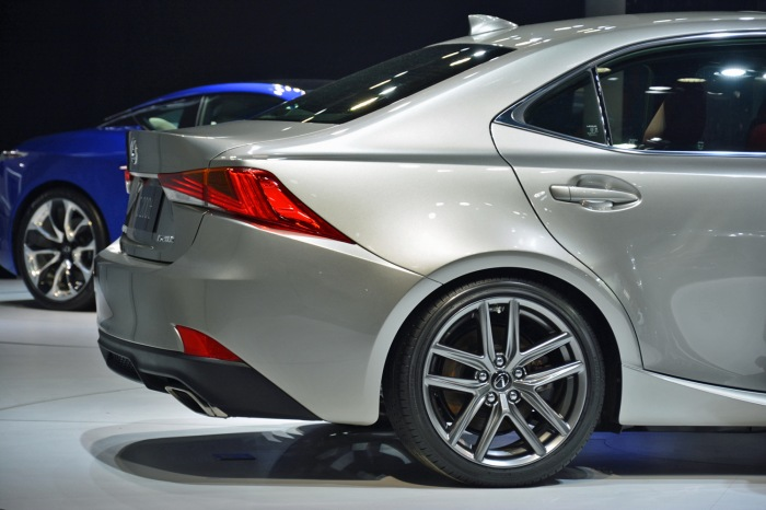 2017 Lexus IS RG - image 6