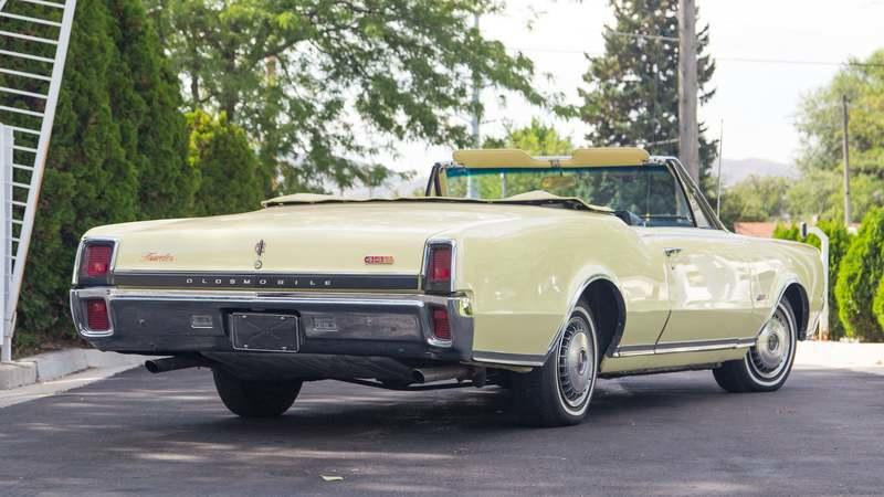 1967 Oldsmobile 442 Convertible - image 803572