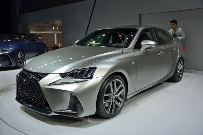 2017 Lexus IS RG - image 1