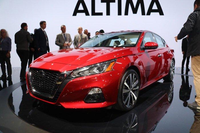 2019 Nissan Altima LIVE - image 1