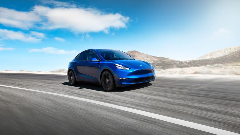01-tesla-model-y-2020-angle--blue--dynamic--exterior--front.jpg