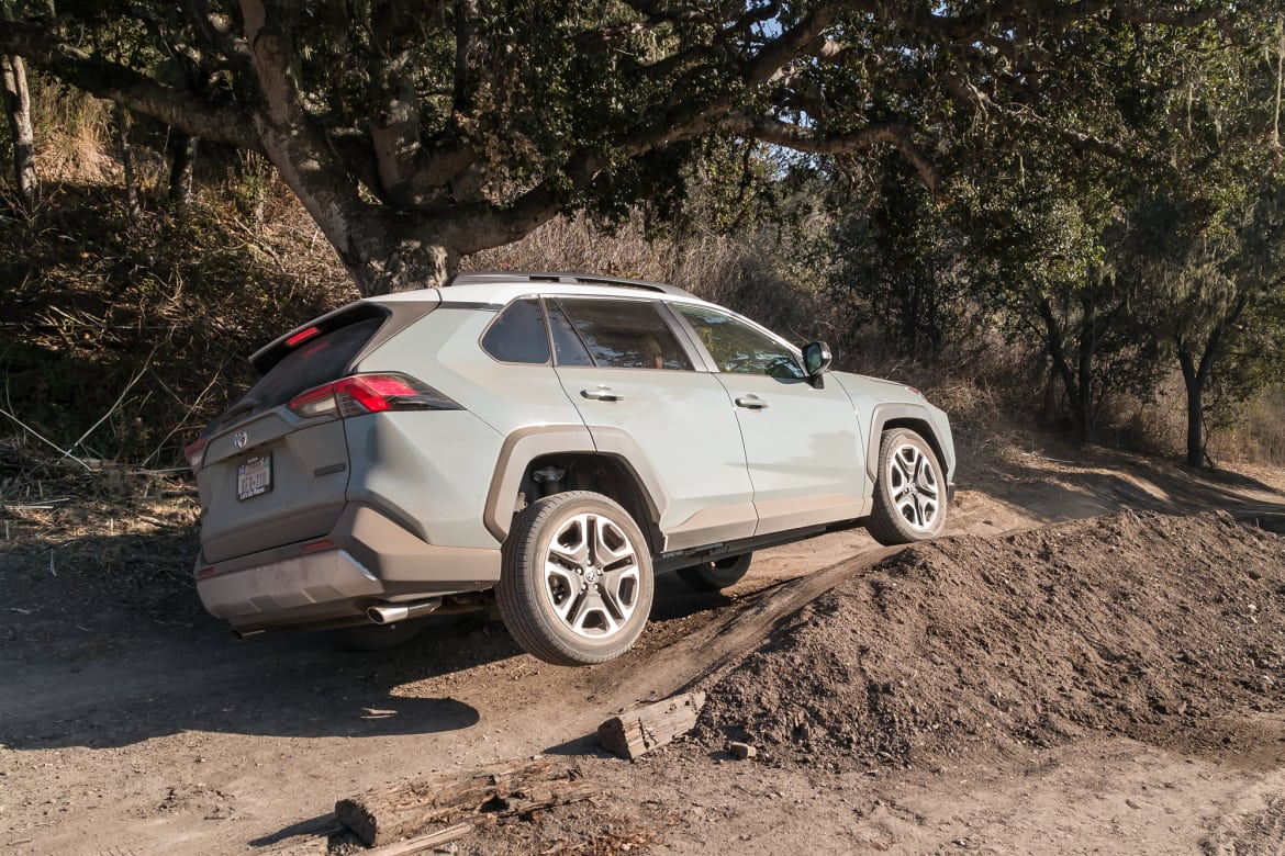 20-toyota-rav4-adventure-2019-angle--blue--exterior--off-road--r