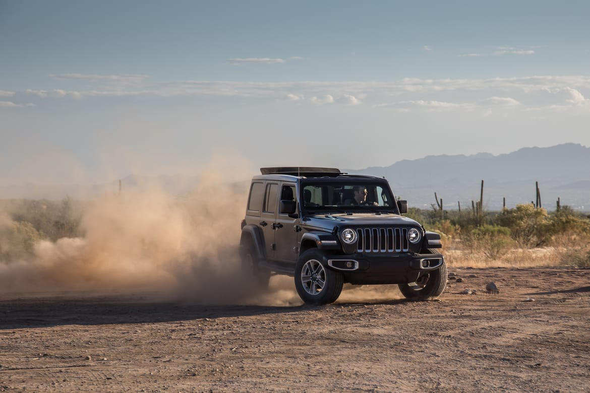 108-jeep-wrangler-2018-dynamic-exterior-front-off-road.jpg